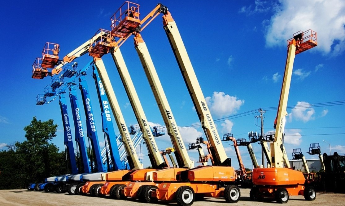 Boom Lifts on Lot - Chicago Industrial, Inc.